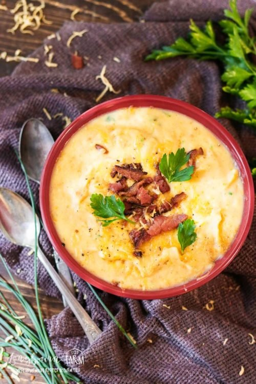This easy potato soup recipe is absolutely delicious. It's easy and quick to put together and definitely a meal the whole family will love! #potatosoup #soup #comfortfood #potatosoupeasy #potatosouprecipe #potatosoupsimple #potatosoupcrockpot