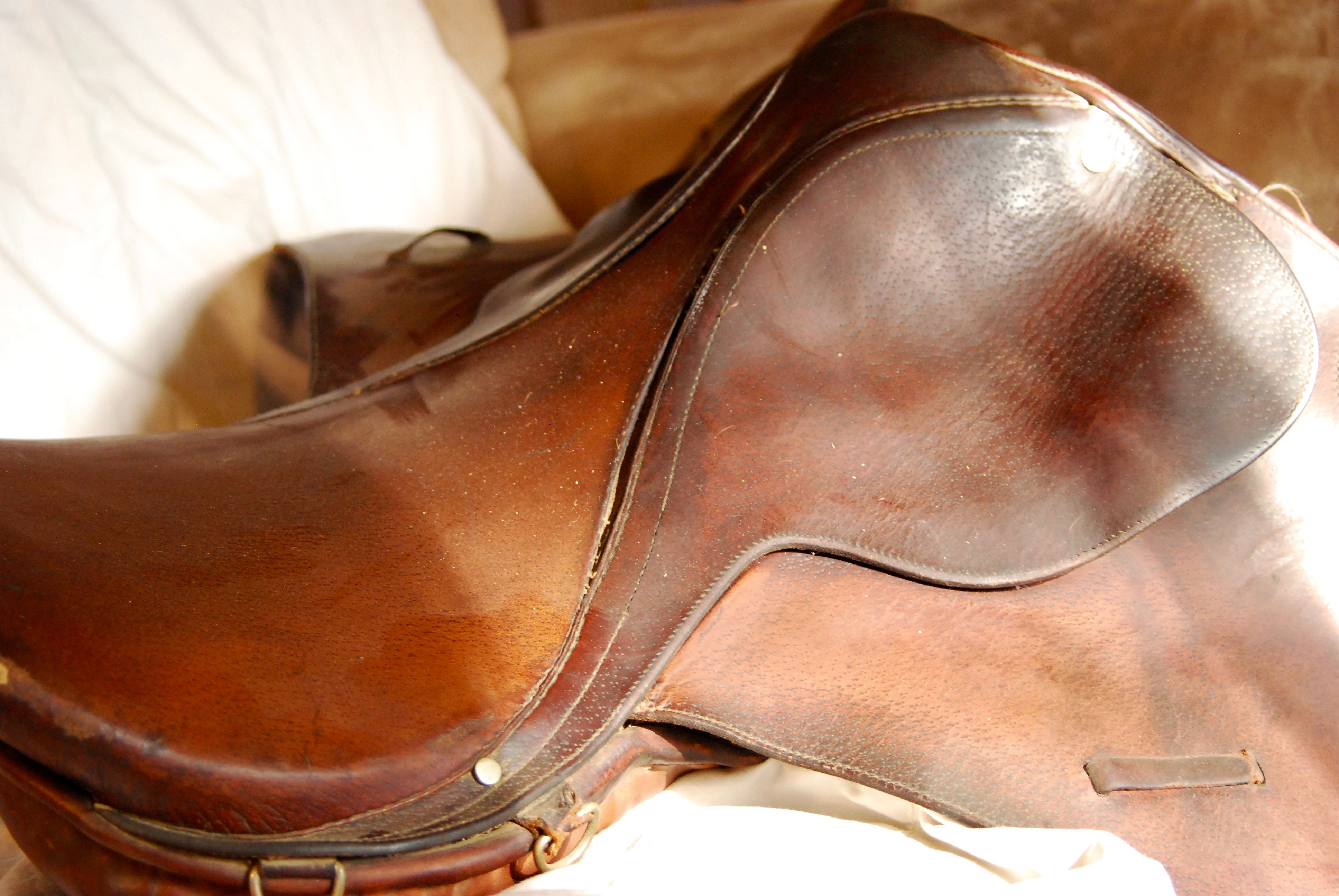 Clean saddle