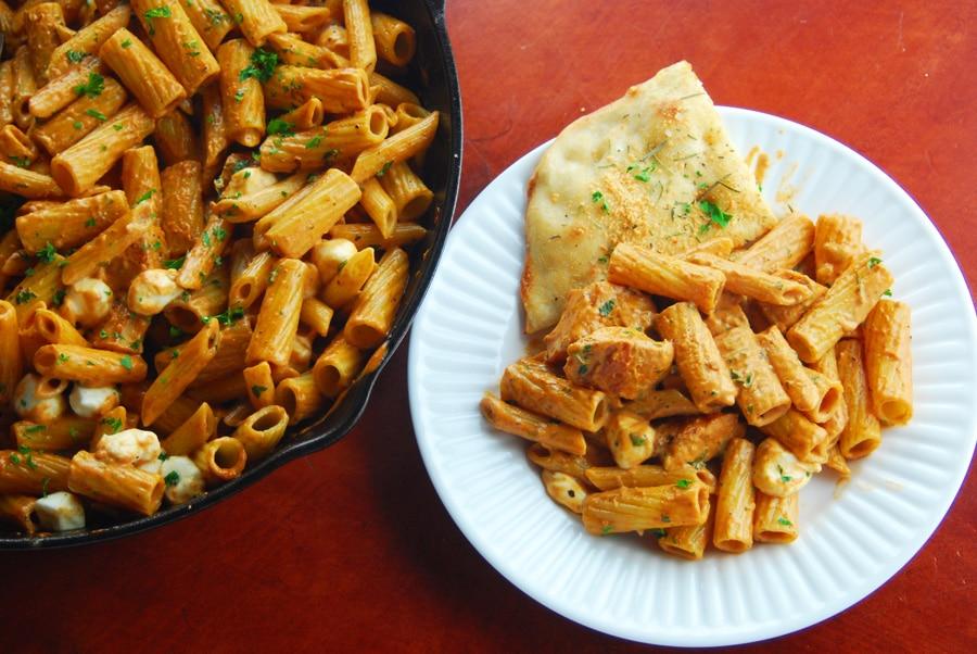 Creamy tomato pasta with chicken!