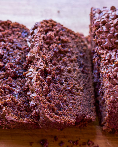 Chocolate banana bread takes regular banana bread to a whole new level! Rich and chocolatey with a good balance of banana flavor. #bananabread #chocolatebread #chocolatebananabread #chocolatebananabreadrecipe #chocolatebananabreadeasy #chocolatebananamuffins #chocolatebananabreadmoist