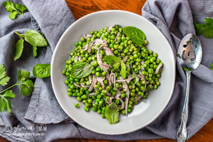 This minty peas recipe is the perfect side dish for any meal. Sweet and savory with just a hint of mint, it's the perfect balance of flavor! #peas #frozenpeas #pearecipes #mintypeas #mintedpeas #howtocookpeas #howtocookfrozenpeas