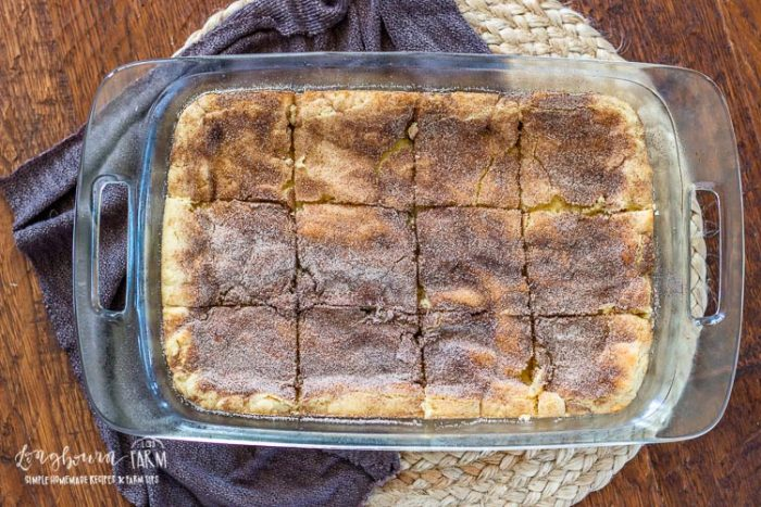 9x13 pan of sliced snickerdoodle bars.