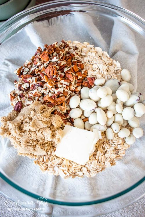 pecan oatmeal ingredients in a bowl